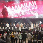 Para pimpinan umat bergandengan tangan dan mengajak umat membaca deklarasi doa Damailah Indonesiaku
