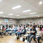 Suasana ketika para hamba Tuhan berkumpul dalam sebuah ruangan untuk memuji Tuhan